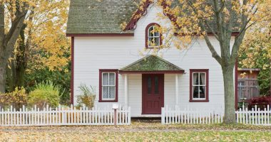 white-and-red-wooden-house-with-fence-1029599